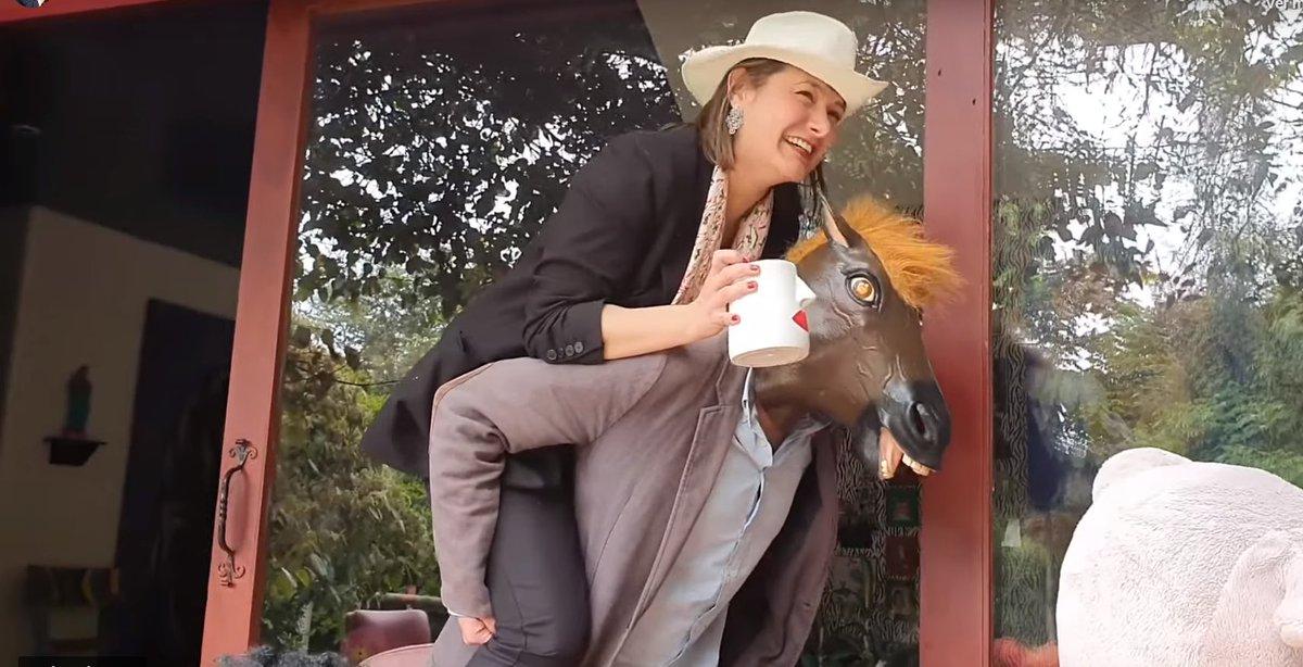 «Carecer de humor es carecer de humildad, es estar demasiado inflamado de uno mismo»; «Nada determina más el carácter de una persona como la broma que la ofende» @angelagarzonc @DanielSamperO (a Uribe No lo 'enlazo' porque me tiene bloqueado) #NoAceptarUnaBurlaEs