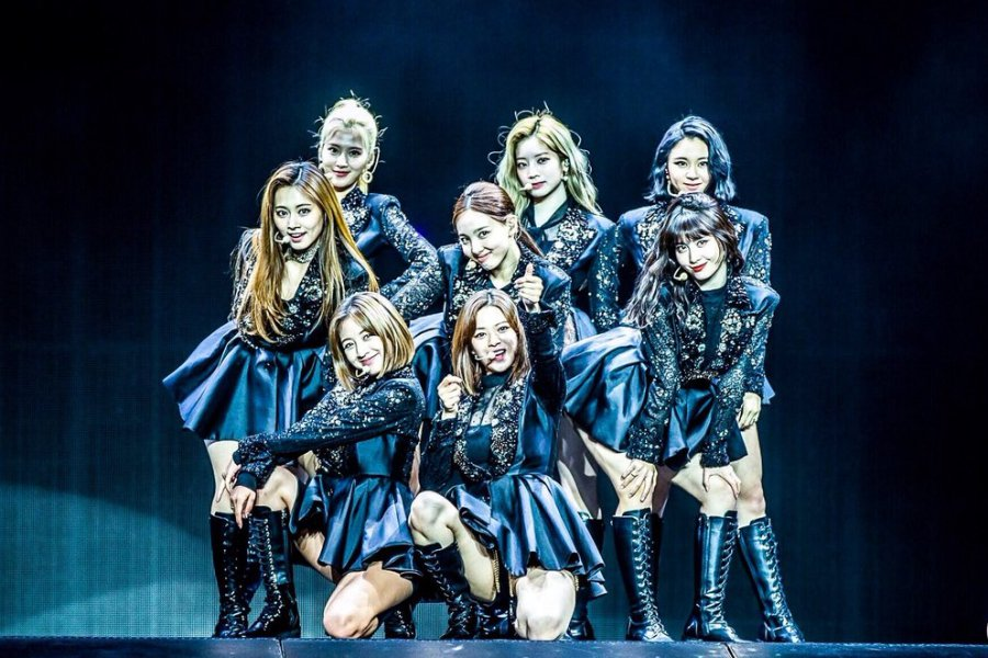 EXCLUSIVE: #TWICE Conquers The U.S. With Their Infectious Charm + Talent During 1st Stateside Tour #TWICELIGHTS #TWICELIGHTSinNEWARK  https://www. soompi.com/article/134058 9wpp/exclusive-twice-conquers-the-u-s-with-their-infectious-charm-talent-during-1st-stateside-tour   … <br>http://pic.twitter.com/xEbiXU82C3