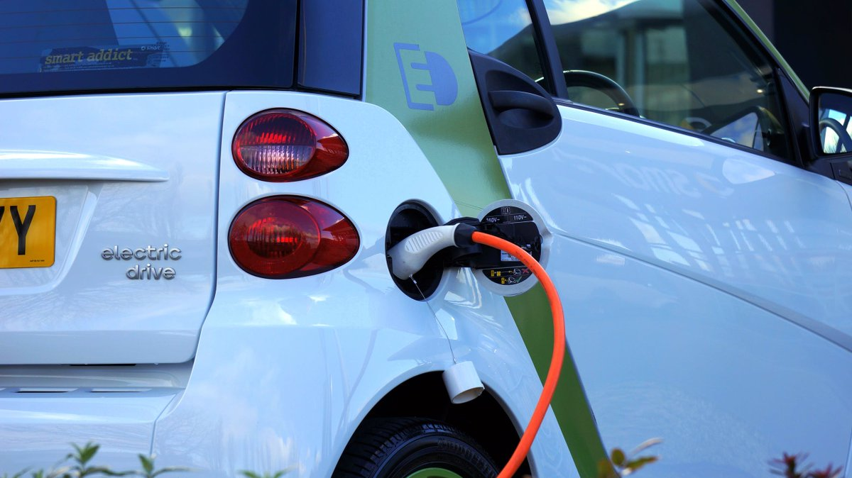 Fleet operators should be given the tools, information & incentives to switch to #ElectricVehicles  Read the report from @DigiCatapult & @CPCatapult   https://cp.catapult.org.uk/2019/07/21/fleet-operators-key-to-electric-vehicle-tipping-point-in-the-uk/…  #Tech #Emissions #Innovation