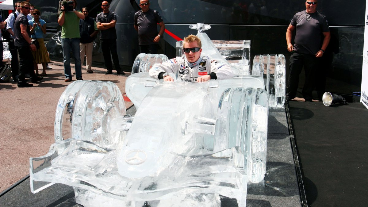 This #Heatwave has got us wishing we were Kimi in an MP4-21 made of ice. 🥵❄️