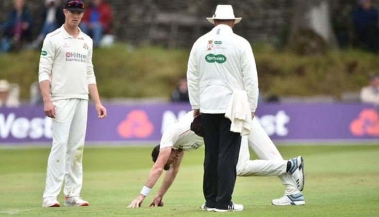 England fast bowler James Anderson has been ruled out of his sides Test against Ireland at Lords. Full story: bbc.in/30OLLlt