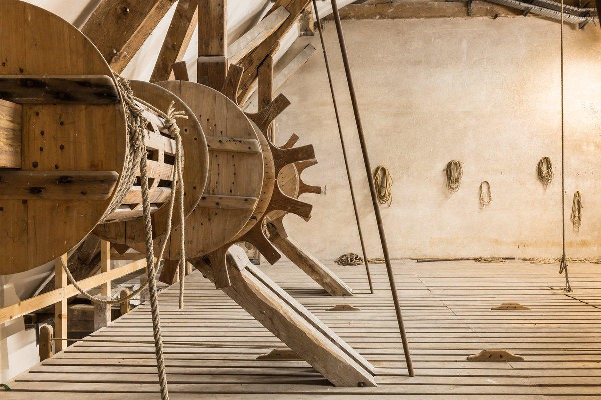 Les travaux de restauration ont permis de remettre en état les machineries originales utilisées pour le déplacement des décors et les changements de scène du théâtre Impérial. ⚙️⛓️ 👉 Informations et réservations : bit.ly/2NsXmEW 📸Photo © Sophie Loyd