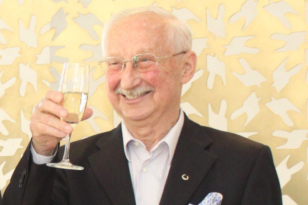 test Twitter Media - Člen síně slávy Právníka roku, celoživotní advokát, první český absolvent práv na Harvardu, krasobruslař a mezinárodní rozhodčí Gerhardt Bubník slaví dnes 84. narozeniny. @CAK_cz přeje hodně zdraví a štěstí v dalším životě mezi paragrafy! https://t.co/LduSdxaBio https://t.co/u0pDsrlaNm