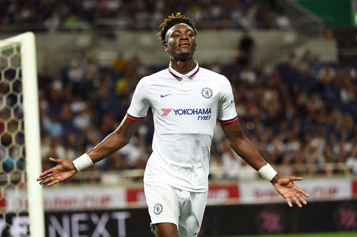 ARSENAL JOIN THE RACE TO SIGN CHELSEA STRIKER