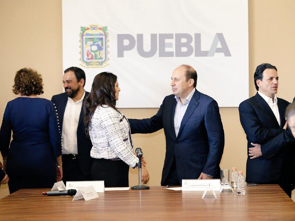 ¡Juntos lo hicimos posible! 🤝   Algunas de las acciones realizadas son:  🌳 325 podas de arbusto  🌿 720 nuevas plantas  🛣 12,800 m de guarnición 💡 235 postes (mantenimiento)  Apenas es el comienzo... en #Puebla vamos por espacios más dignos para nuestras familias.
