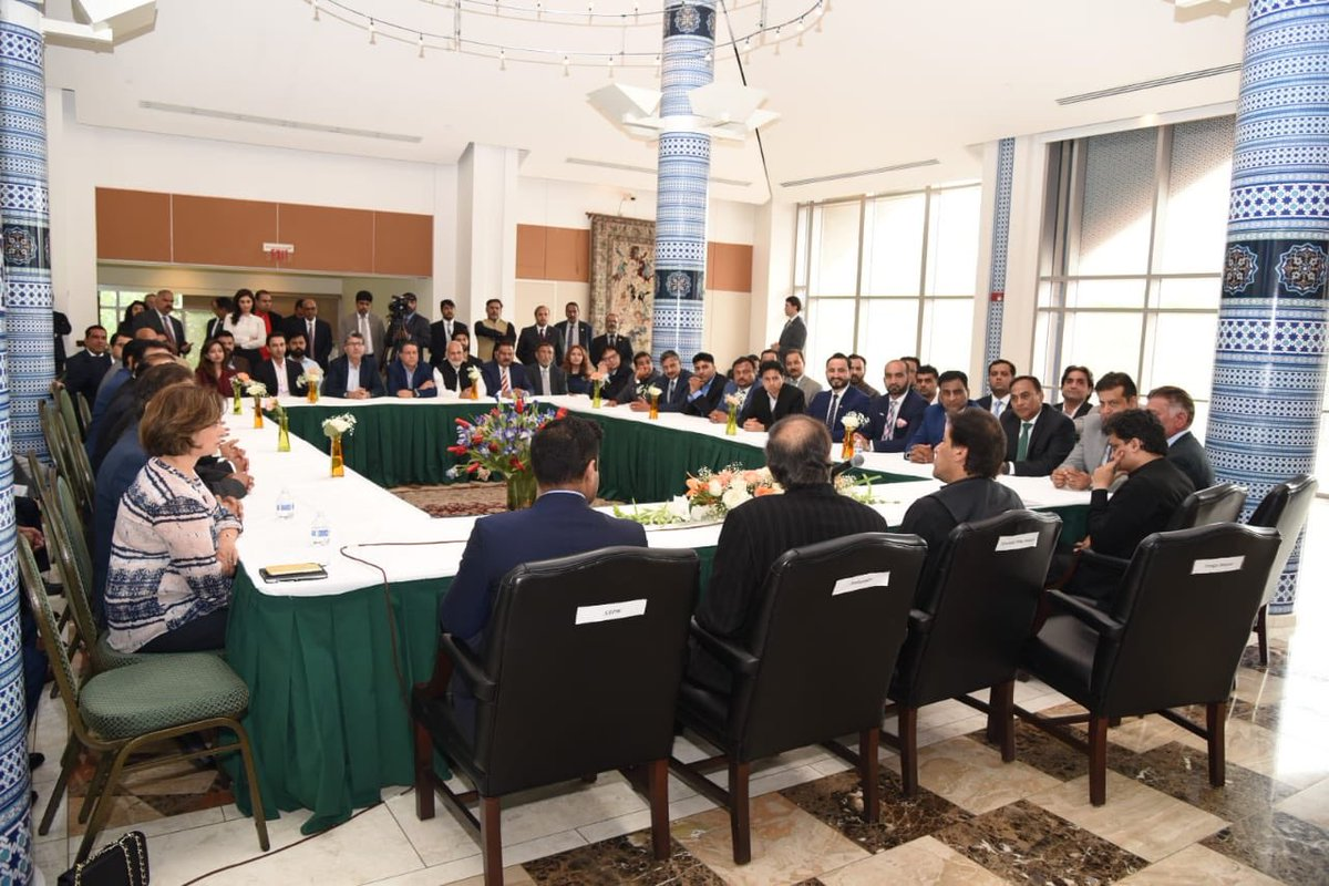 Prime Minister Imran Khan meets PTI USA's leaders & workers. PM lauded their efforts for the tremendous welcome in US!   #PMIKVisitingUS <br>http://pic.twitter.com/0qanN1w9sR