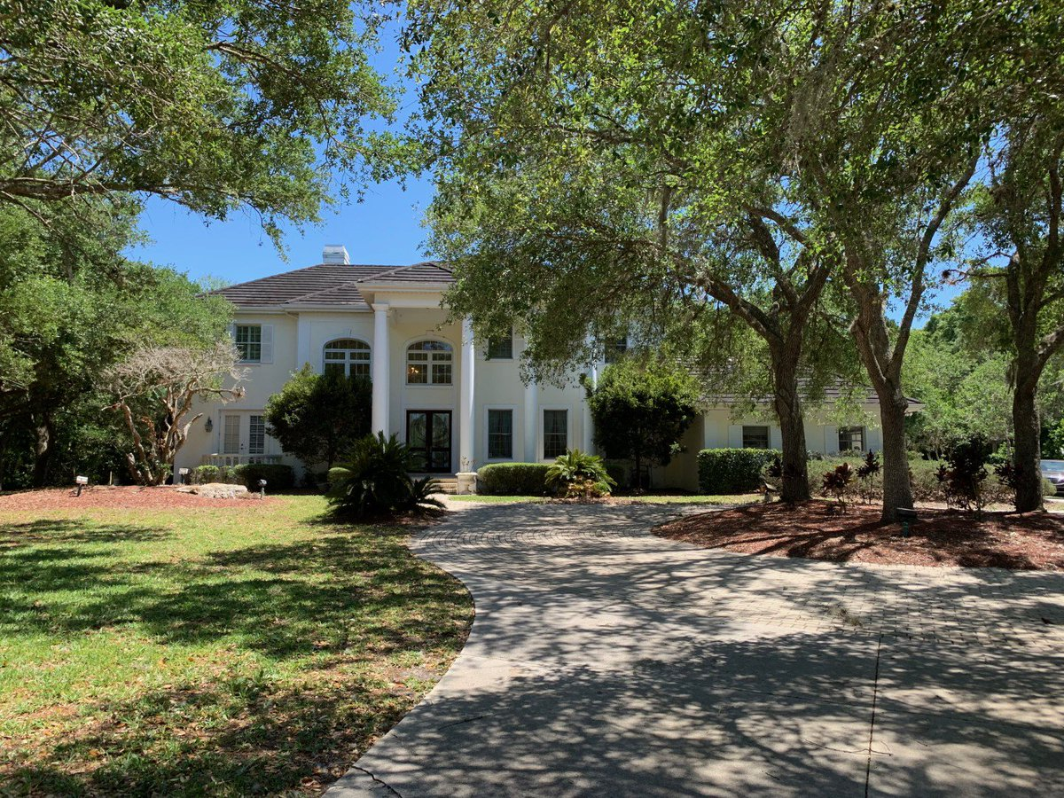 #Sarasota #FL #HomeForSale in #LaurelOak #Golf & #CountryClub 5Bd/4Ba/2Hba/FamilyRoom/Den/3 Fireplaces 2-story #EstateHome w/ 5060sqft plus Screened Lanai w/ Outdoor Kitchen #pool #LarrySellsSarasota Take tour Text 69053 to 46835  http://bit.ly/2WMB5lt
