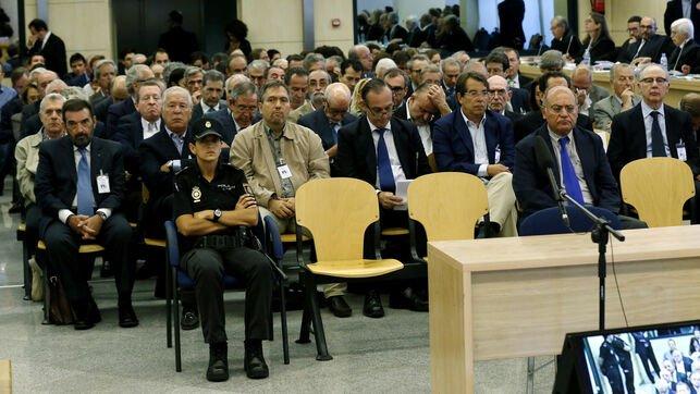 Cinco de los condenados por las tarjetas black acceden a semilibertad tras cumplir la cuarta parte de la condena https://www.eldiario.es/economia/condenados-acceden-semilibertad-cumplir-condena_0_923558430.html…