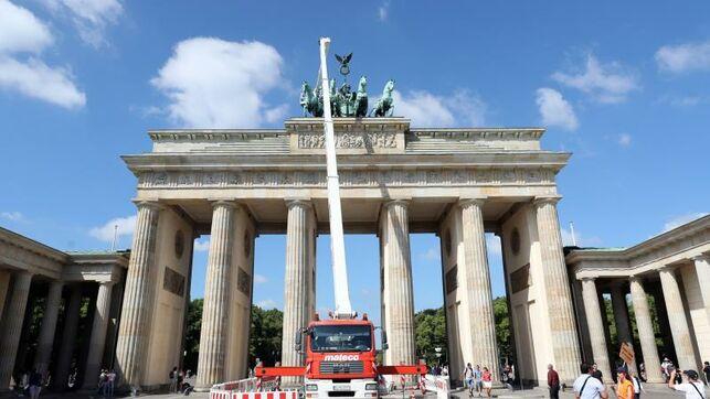 Berlín cierra ocho calles del centro a los vehículos diésel más contaminantes https://www.eldiario.es/internacional/Berlin-cierra-calles-vehiculos-contaminantes_0_923558196.html…