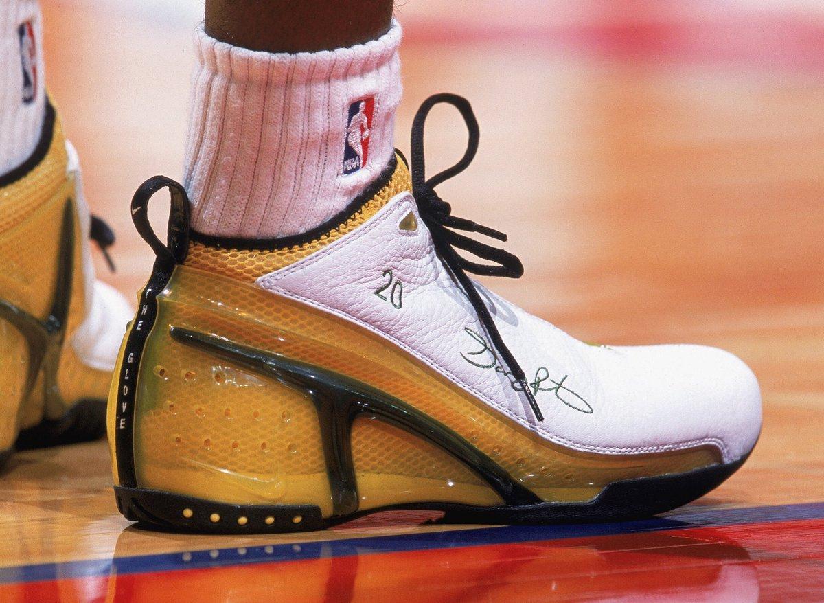 "Happy Birthday to ""The Glove"" Gary Payton!   #NBABDAY #NBAKicks"
