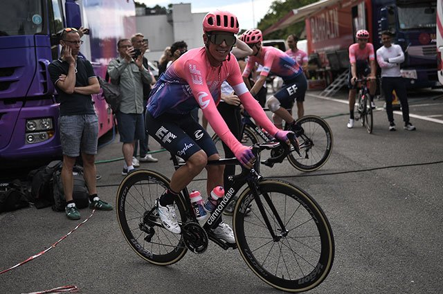 """#VamosEscarabajos """"No soy político, no puedo prometer nada"""": Urán sobre la posibilidad de podio en el Tour de Francia https://buff.ly/2SymJnO"""