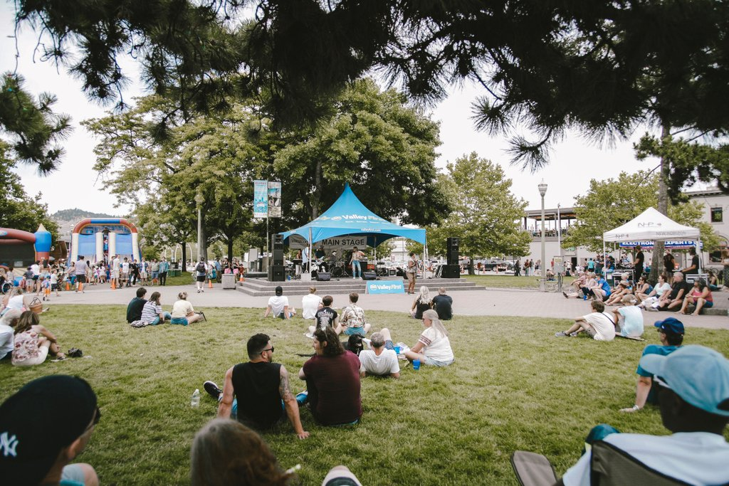 What a great day for live music in Kerry Park! Let us know your favourite performers in the comments below.  #dkblockparty #kelowna #ylw #kelownaliving #okanagan #okanaganliving #supportlocal #hellokelowna #kelownanow #tourismkelowna #okanaganlifestyle  #exploreKelowna