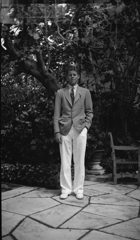 John F. Kennedy poses outside the Kennedy family home in Palm Beach, Florida, on Easter Sunday. 12th April 1936. https://t.co/X7XWOUHVTf