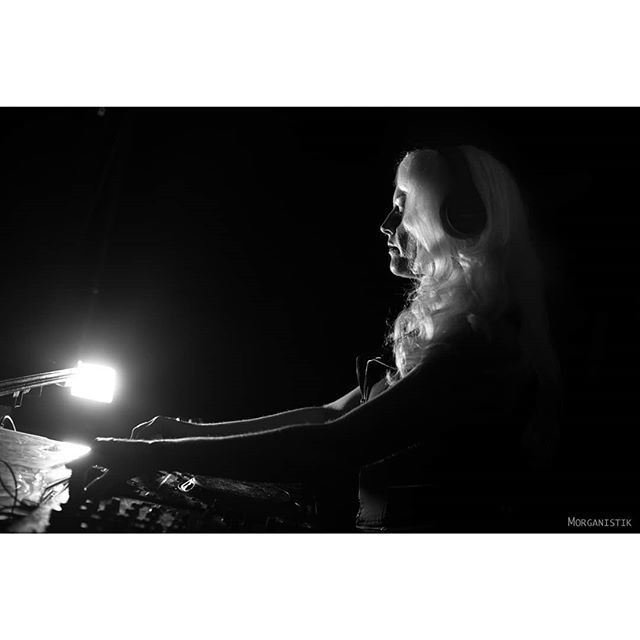 Hard techno princess from LA, Sarah Strandberg, photo by Nadia Morganistik, Berlin 2019. @sarahstrandberg.dj #technoDJ #MusicProducer #SarahStrandberg #OffCameraFlash #Morganistik https://ift.tt/2Z74tEl