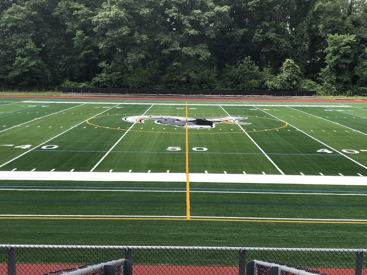 The turf is down, the lines are in... this week the track lines will be painted. Next update will include netting and shot clocks! #MapleStreetFaceLift https://t.co/WVFUXoetrP
