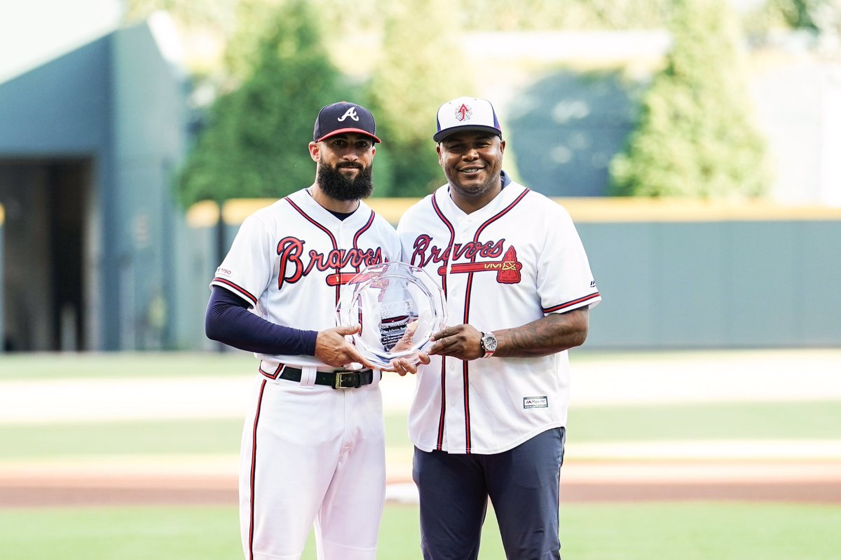 Before tonight's game: @andruwjones25 presented Nick Markakis with the #HeartandHustle award!