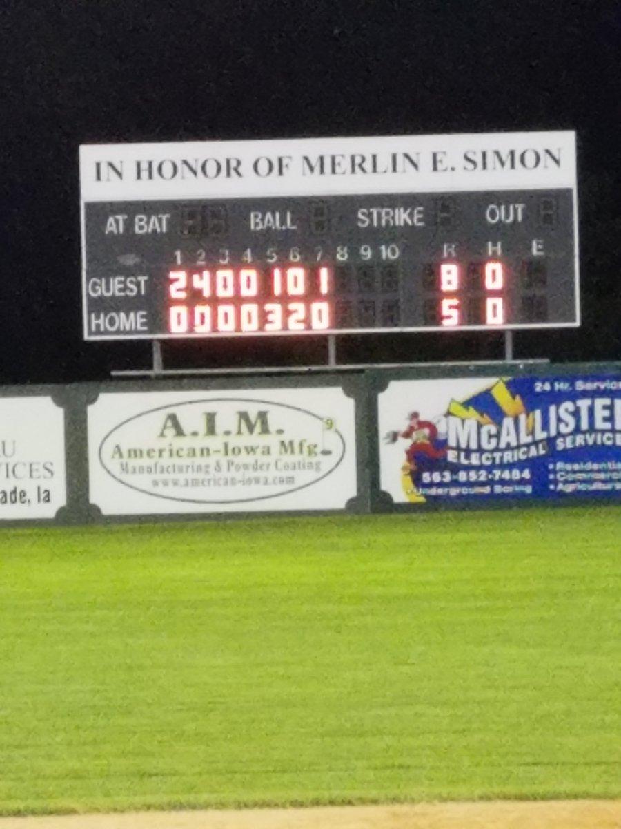 EIHL game in Cascade. Montcello Cubs home team vs Cascade Reds. Reds win 8-5. https://t.co/YxpJjgkh1a