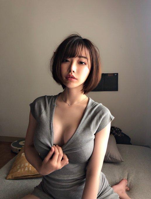 AV女優深田えいみのTwitter自撮りエロ画像28