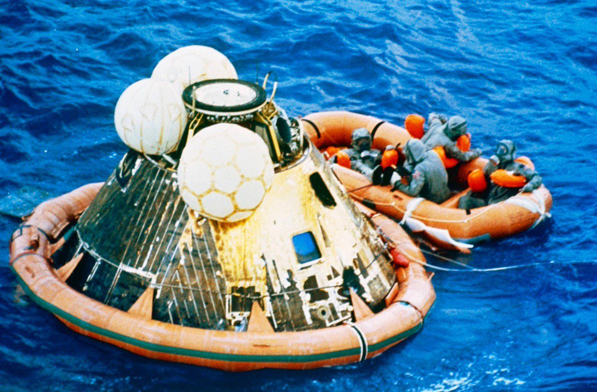 """On this day 50yrs ago the #apollo11 astronauts  safely returned to Earth  after 8 days in space. """"Splashdown"""" occured in the Pacific Ocean 16:50UTC. The crew were aboard their recovery ship by 17:53UTC (Nasa:  https:// history.nasa.gov/SP-4029/Apollo _11i_Timeline.htm  … ) #apollo11anniversary #Apollo50 <br>http://pic.twitter.com/NUlrmUQ0Zy"""