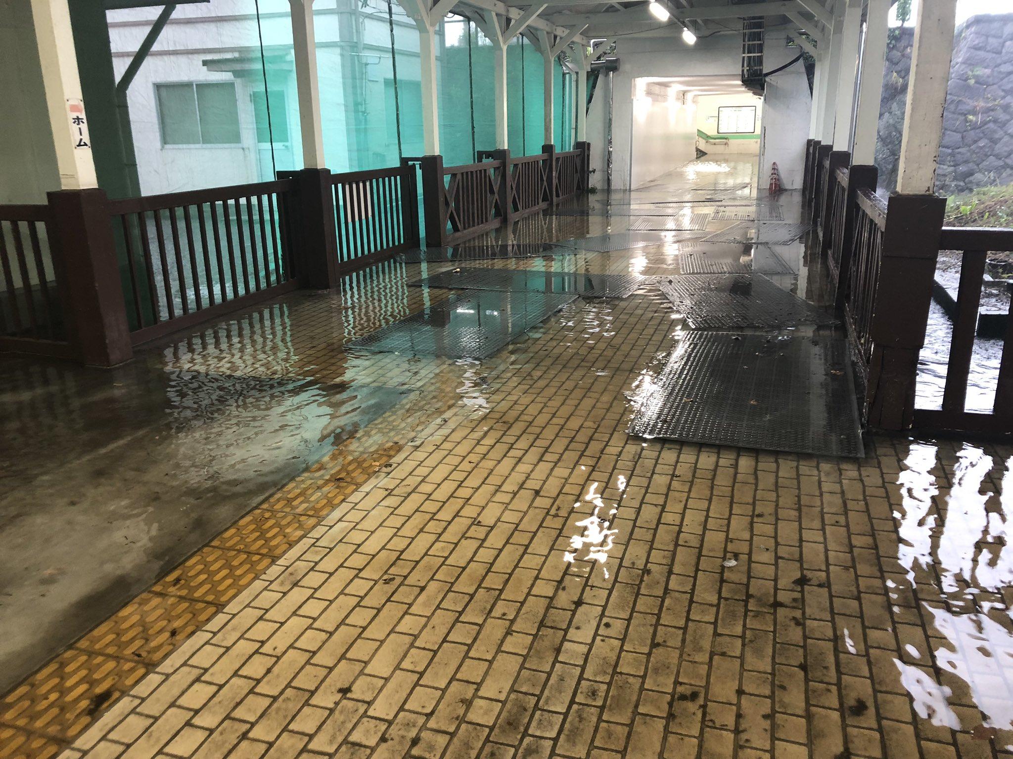 白河駅が浸水し水浸しになっている現場の画像