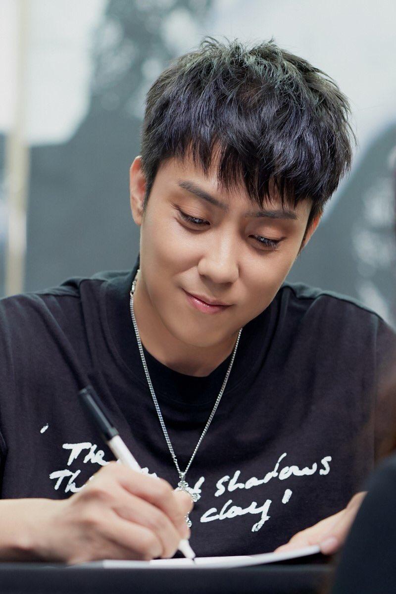 Duh. Si om ini ya. 🥺🥺🥺 His eyelashes. 💙💙💙#Jiwon #G1