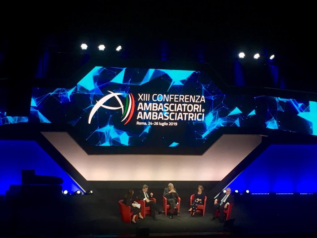 #ConfAmb2019 - Dopo il primo focus sul Mediterraneo, ora @italyinmarocco, @italyinegypt, Don Dante Carraro @Cuamm ed Enrico Giovannini di @asvisitalia discutono di sviluppo sostenibile. Il CSR migliora fino al 15% i bilanci delle aziende virtuose! 📈