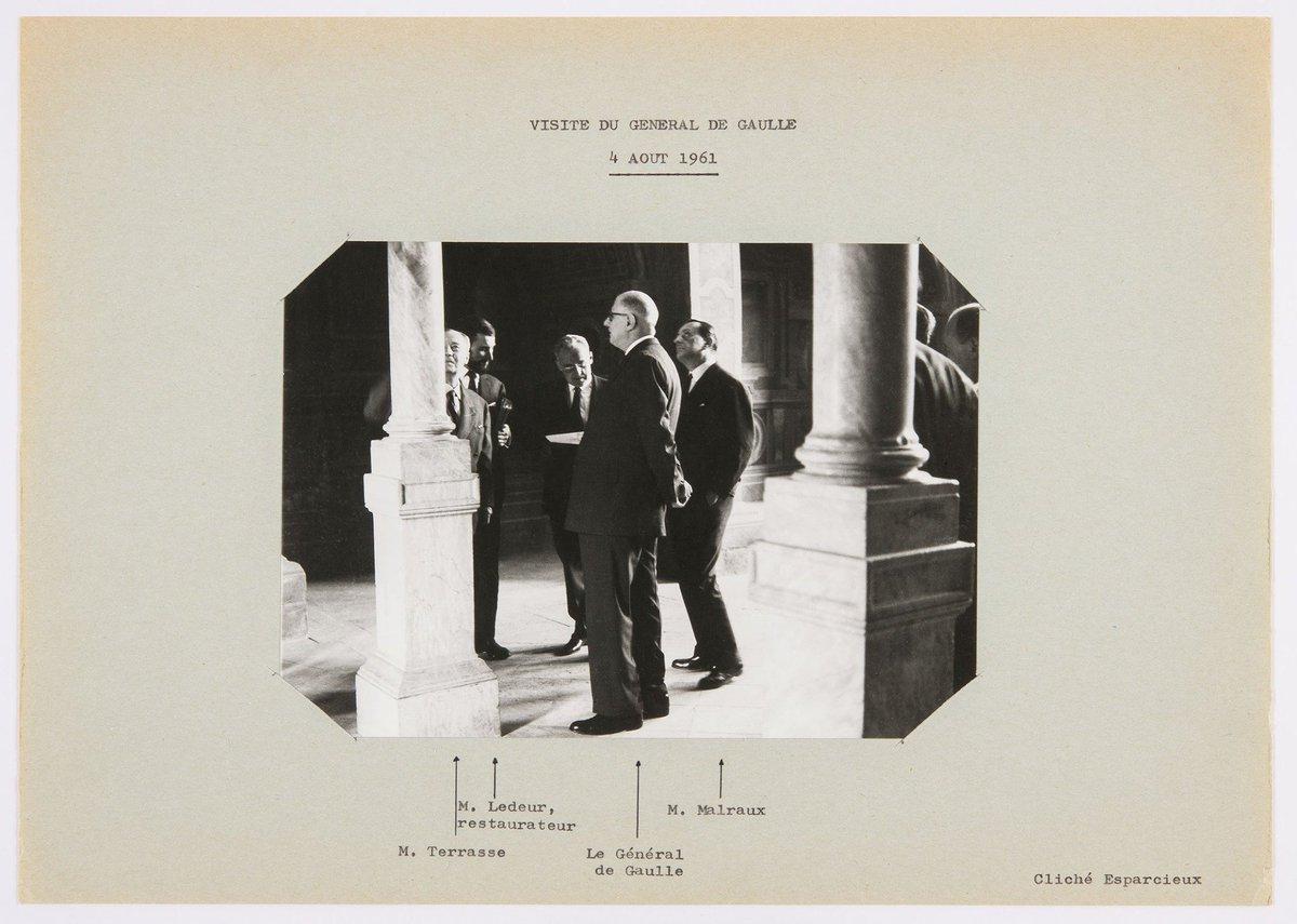 #Cejourlà, le 24 juillet 1959 marque la naissance du Ministère de la Culture ! Nous célébrons cet anniversaire avec une photographie du ministre Malraux et du Général de Gaulle, en visite au château en 1961. @MinistereCC #Culture60 © Claude Esparcieux