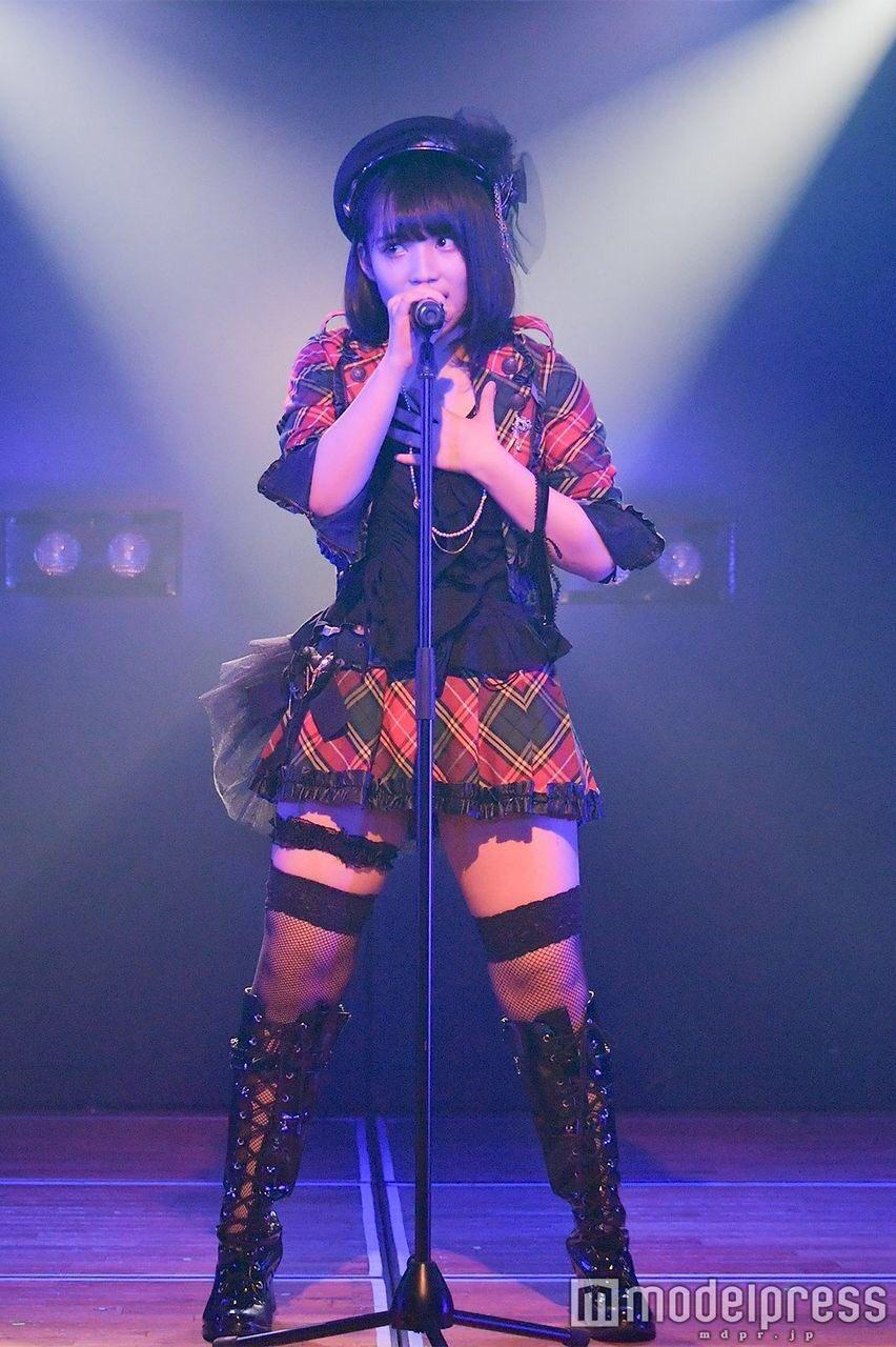 AKBの新曲の衣装のスカートが長い理由がセンターの脚の太さにあったとはww