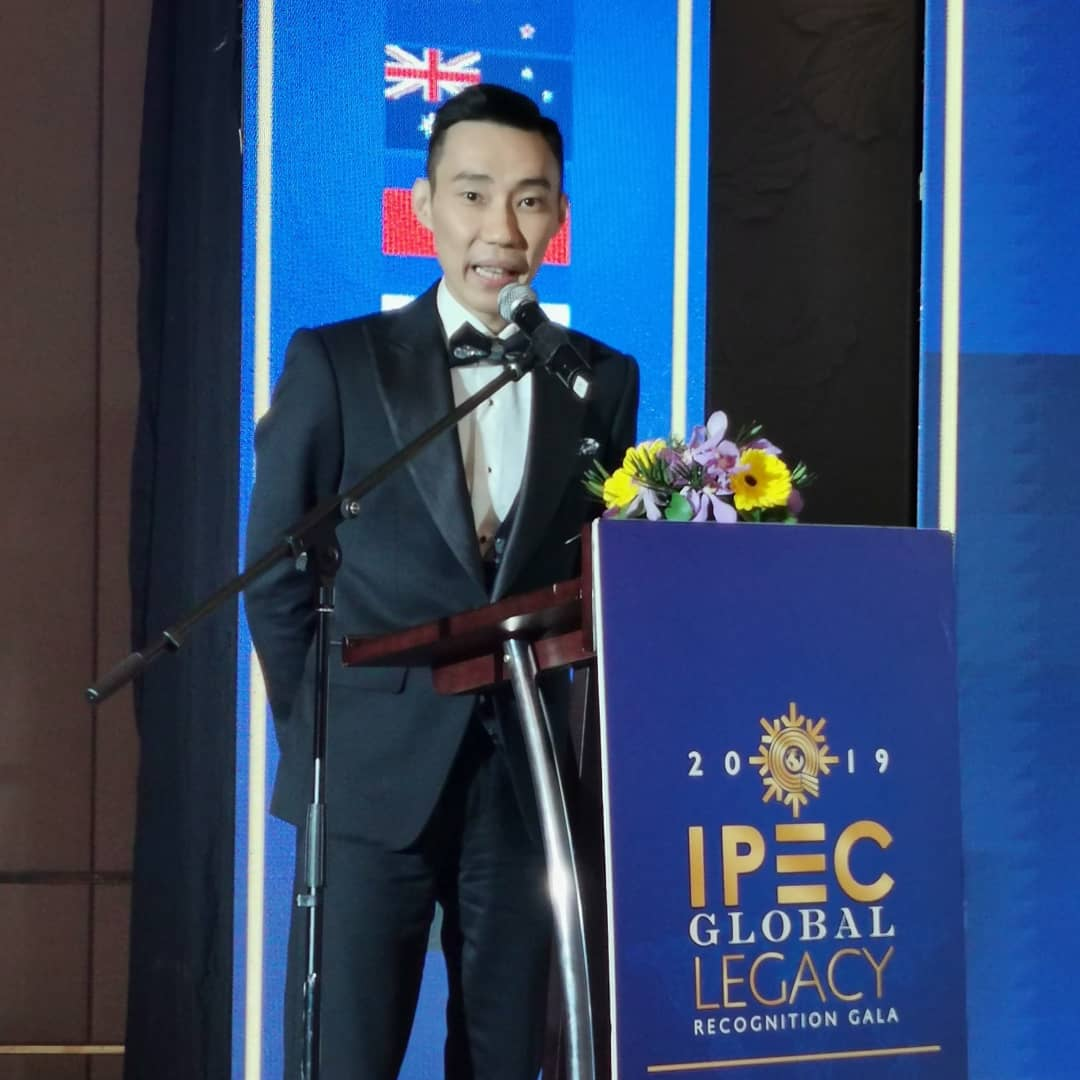It's an honour to be recognised by IPEC for the Prime Legacy Honor Award . Along with my friend @nicoldsquash who was also awarded , we hope this can spur and motivate fellow Malaysian athletes to greater heights .Wardrobe @bespoked_ianchangHairdo  @arron_matric