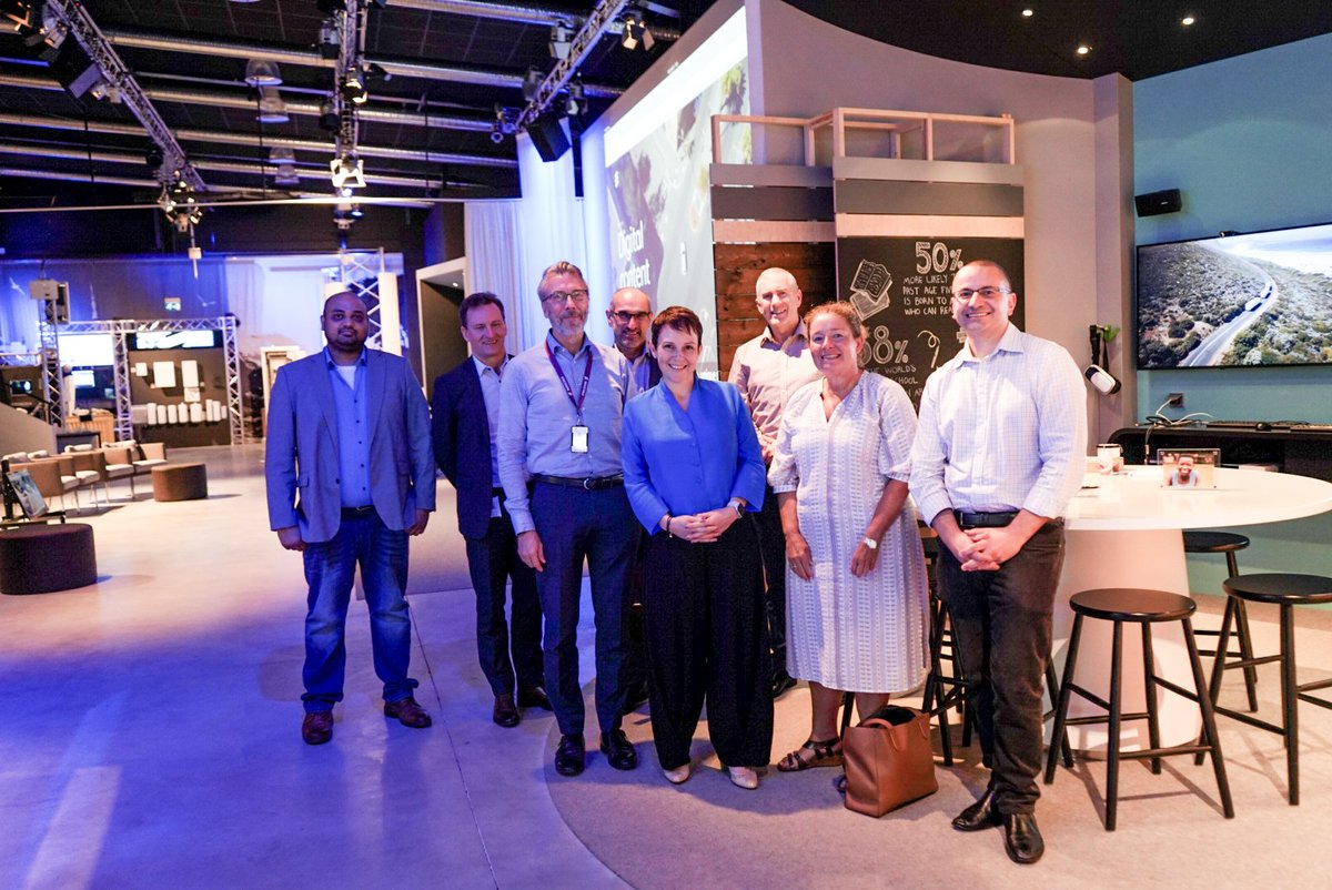 #CGTenEricsson por tus derechos | Fuente: ericsson  RT EricssonIoT: Showing around JaalaPulford and members of VicGovDoT and TACVictoria at #EricssonStudio, showcasing our efforts to develop intelligent transport systems including #V2X technology to supp…pic.twitter.com/mWSSW7iVuR