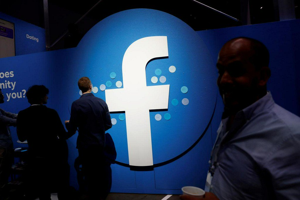 Facebook revenue beats estimates, discloses U.S. FTC antitrust probe