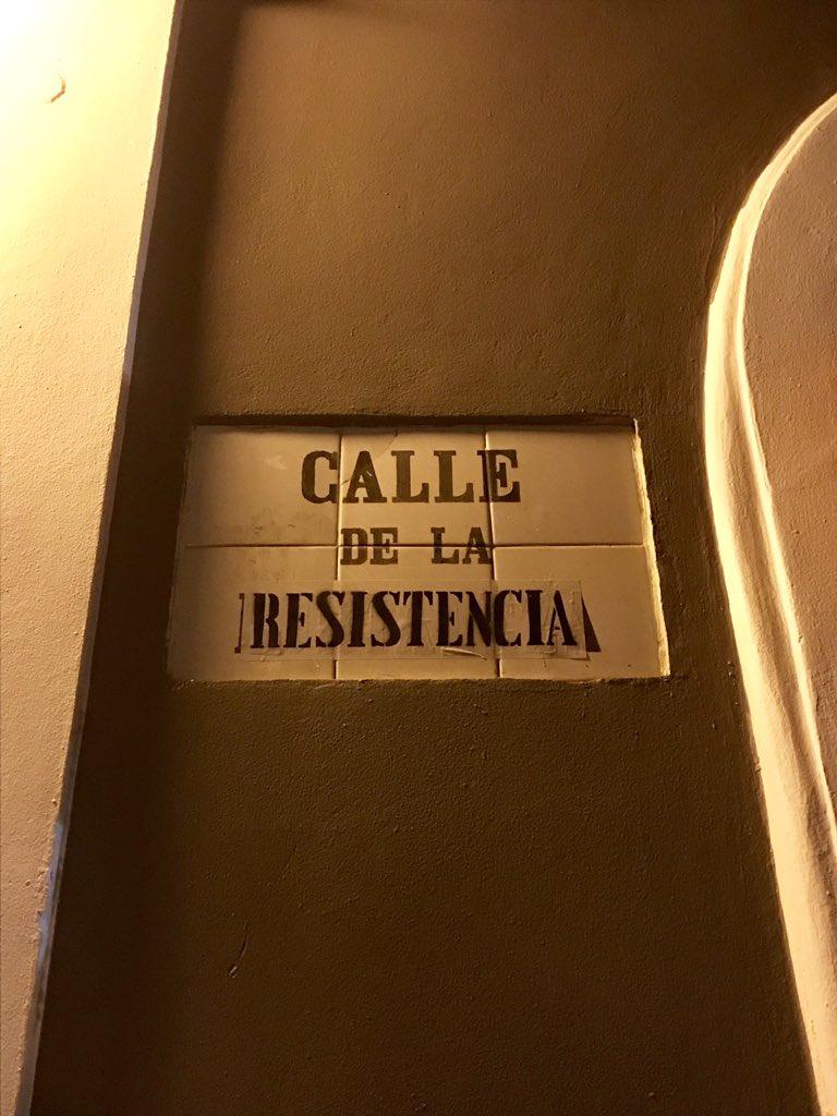 RT @Chugo_01: Ya no es la Calle Fortaleza, ahora es la Calle Resistencia! #RickyRenuncia #RickyVeteYa https://t.co/qvX9p9VKzz