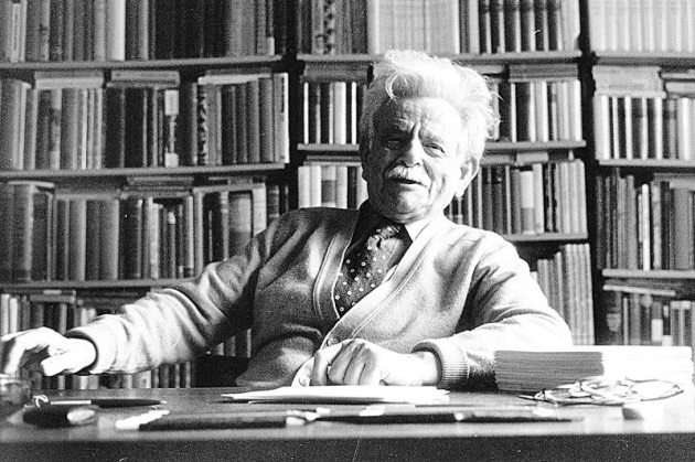 """🔳 ELIAS CANETTI  Born on this day, in 1905  """"All the things one has forgotten scream for help in dreams."""" https://t.co/dVI831U20d"""