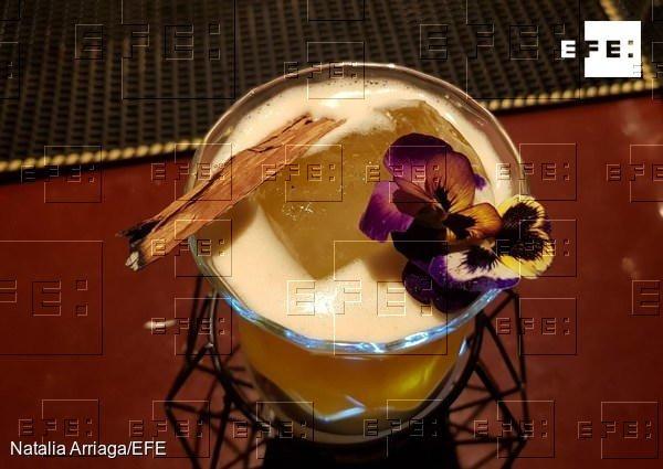 ‼Solo falta algo: bautizar este cóctel que en el Museo del Pisco remataron con canela y una flor de pensamiento. ¿Tú 🤔 cómo lo llamarías? https://t.co/sA9uW3XtcE