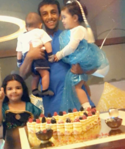 منبر الهلال Di Twitter الأسطورة محمد الشلهوب بجانب ابنائه بعد الوصول إلى الرياض