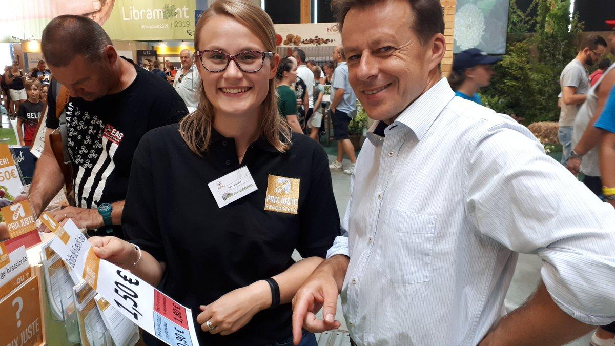 Petite visite du Ministre de l'#environnement @CarloDiAntonio sur le stand du #CollègedesProducteurs 🤗 #FoiredeLibramont #agriculture https://t.co/SkTONCMY6X