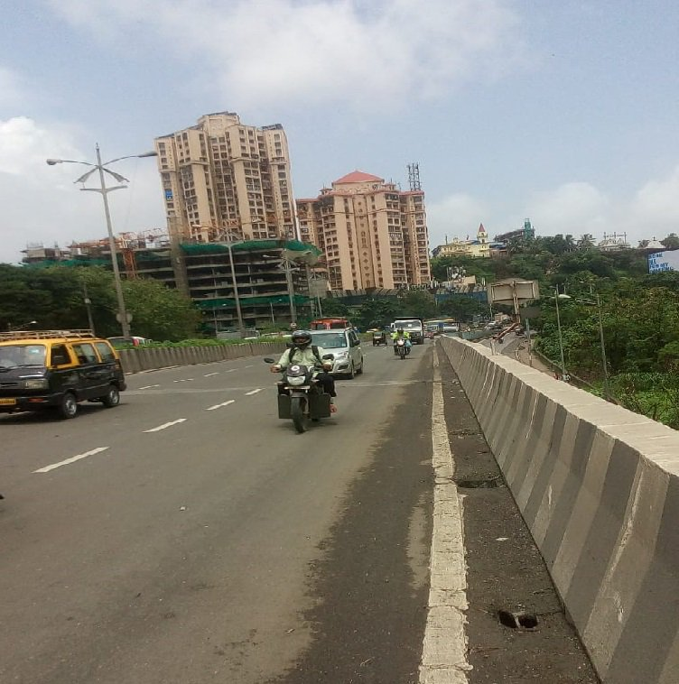 Mumbai Police Di Twitter A Mcgm Cleanup Dumper Overturned At Gandhinagar Flyover Bridge Jvlr This Morning Slowing Down The Traffic For Quite A While We Regret Commuter S Inconvenience But The Dumper As Well