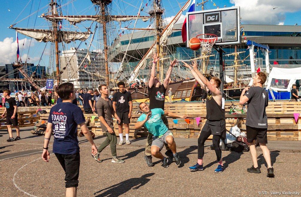Did someone say crew sports? 🏀🏑🏅🥅 #TSR2019 #TallShips #Aarhus