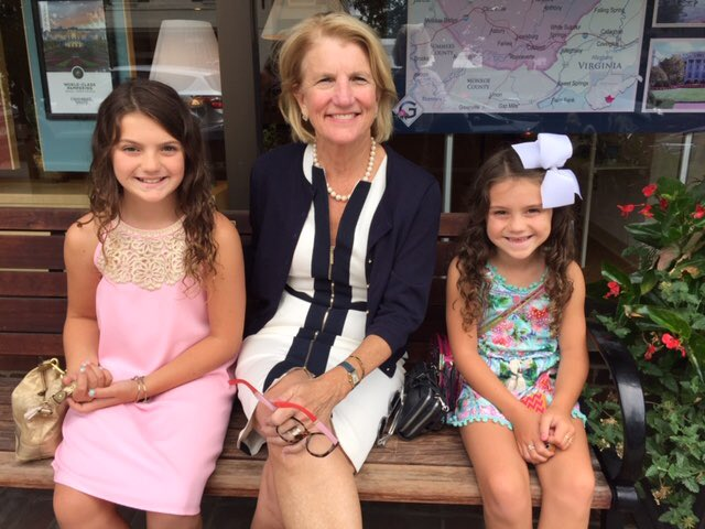 Met the Queen sisters in Lewisburg today. Great chatting with you, ladies! Love that big bow!
