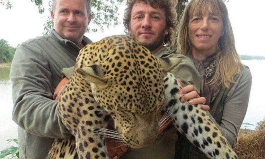 Please retweet if you think there should be a global ban on trophy hunting. https://t.co/JTUaNhN4Pv