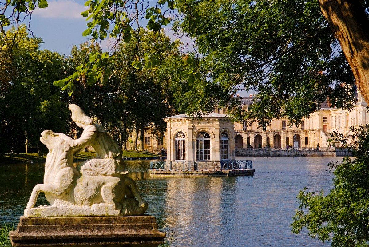 Que de merveilles à découvrir ce week-end au @CFontainebleau : Boudoir Turc, théâtre Impérial, Petits Appartements✨  Ou simplement, venez profiter du parc et des jardins : les barques, les attelages, les poneys et le petit train nattendent que vous !