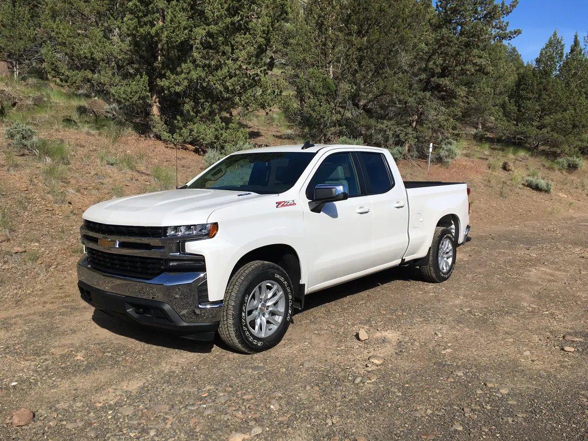 Meet the first ever, 33 mpg full-size truck: kbb.com/car-news/2020-… @chevrolet @KelleyBlueBook #chevy #chevrolet #silverado #diesel