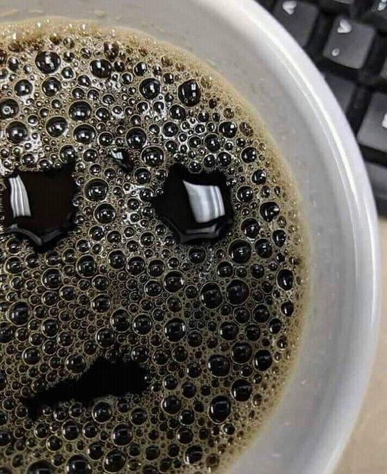 La coca viendote desepcionado porque no le metiste Fernet.