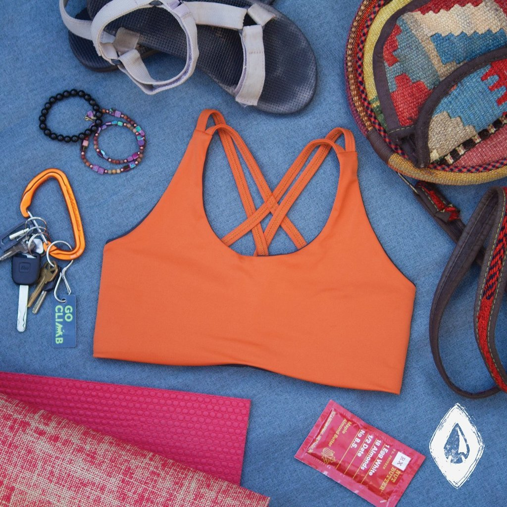 """Têra Kaia Basewear If you're going climbing, you're probably gonna wanna pack a TOURA #basewear top.  Just sayin'  Photo from http://www.eatandclimb.com's Sarah Perry in her """"3 Sports Bras for Lady Climbers"""" gear review. (Link in bio) #womenrockclimbing #beyouroutsideselfpic.twitter.com/UsOlyk9UNa"""