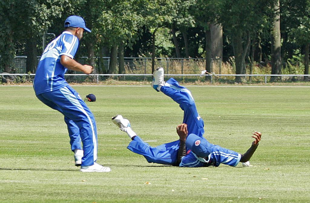 U19 CWC Europe Qualifier - Day 2:🏴󠁧󠁢󠁳󠁣󠁴󠁿 233/6 v 🇯🇪 yet to bat ➡️http://bit.ly/U19CWCE4 🇳🇱 266/7 v 🇫🇷 yet to bat ➡️http://bit.ly/U19CWCE5 ☘️ 278/6 v 🇩🇰 yet to bat ➡️http://bit.ly/U19CWCE6