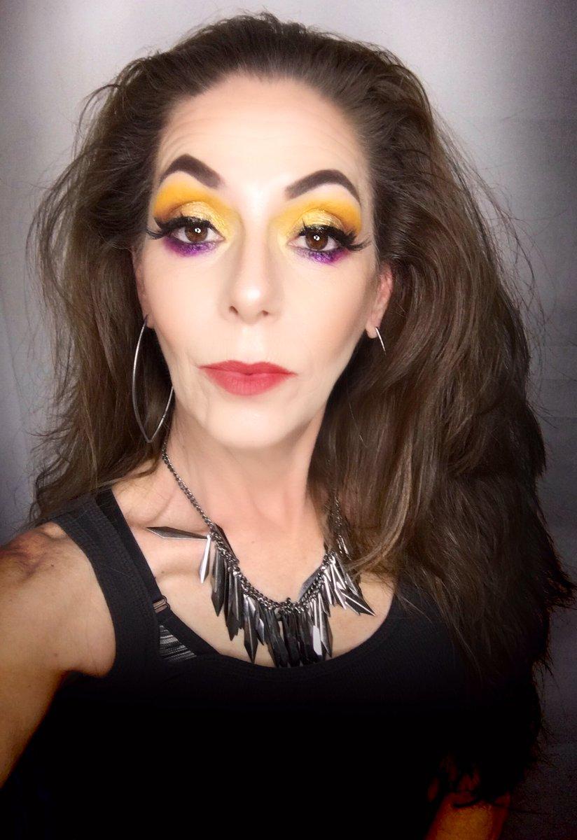 I was kinda feeling myself.. . . @JeffreeStar #Jawbreaker  @GerardCosmetics #1995  #undiscovered_muas #gerardcosmetics #JeffreeStarApproved #makeupjunkie #undiscoveredmakeupartist pic.twitter.com/LLCWRcXRvL