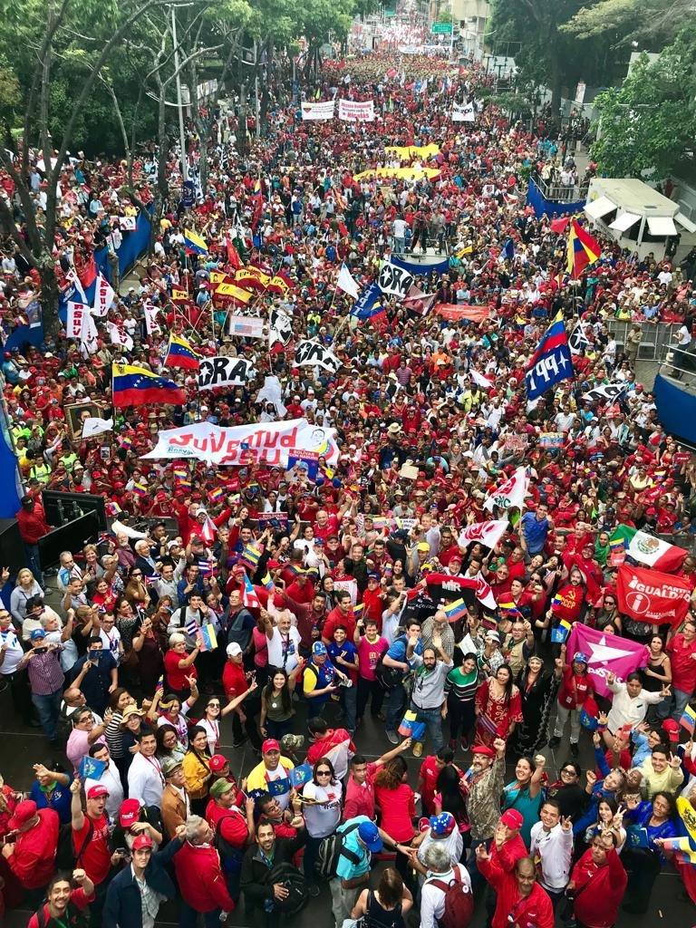 Felicito la extraordinaria movilización del pueblo venezolano, junto a nuestros hermanos del mundo, quienes salieron a las calles de Caracas con alegría, amor y entusiasmo, a saludar el XXV Foro de São Paulo, y a alzar su voz por la Paz y la unión de los pueblos. https://t.co/CtGh0TLDrV