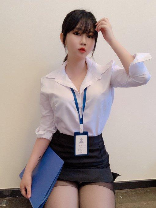 コスプレイヤー依酱のTwitter自撮りエロ画像36