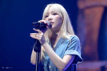 [PHOTO] 190728 Taeyeon - BEANPOLE Concert EAkwPU3UYAACNza?format=jpg&name=360x360