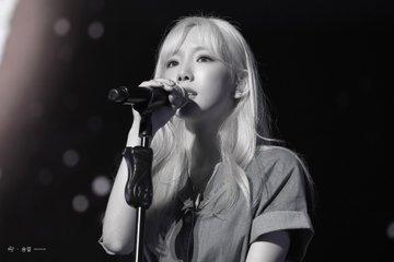 [PHOTO] 190728 Taeyeon - BEANPOLE Concert EAkwfNeU8AM6CwH?format=jpg&name=360x360